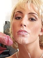 Den Mund voll Sperma
