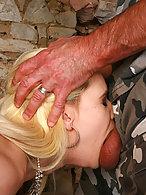 Schwanz im Hals