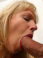Hure beim Oralsex